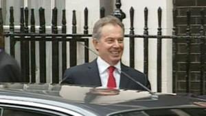 TF1-LCI : Tony Blair quitte Downing Street pour assister à sa dernière séance au Parlement avant sa démission, le 27 juin 2007