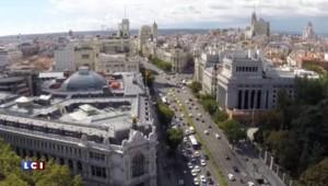 """Espagne : les """"Indignées"""" Carmena et Colau prennent le pouvoir à Madrid et Barcelone"""