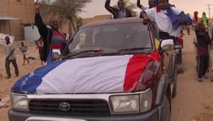 """Liesse le 28 janvier 2013 à Tombouctou (Mali), occupée pendant des mois par les islamistes et """"libérée"""" par les soldats francais et maliens"""