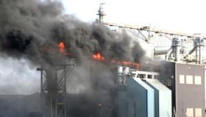 usine industrie feu fumée pollution