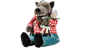 """Le loup en peluche """"Lufsig"""" vêtu d'une chemise à carreaux et d'un jeans. Ikea"""