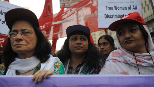 Archives : manifestation de femmes au Pakistan pour la Journée internationale de la femme, 8 mars 2011