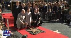 Matthew McConaughey à genoux devant son étoile sur le Walk of Fame