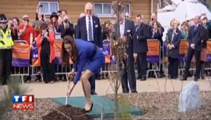 Quand Kate Middleton jardine, c'est en talons