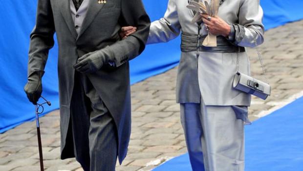 Le comte de Paris et son épouse, la princesse Micaela, au mariage de Jean d'Orléans à Senlis, le 2 mai 2009