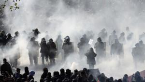 Manifestation Paris police 1er mai gaz lacrymogènes
