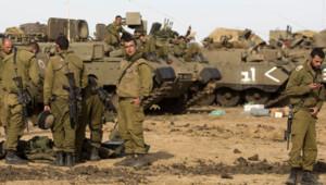Soldats israéliens stationnés juste derrière la frontière avec Gaza, 16/11/12