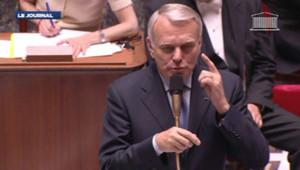Echange tendu, mercredi 3 juillet 2013, entre le Premier ministre Jean-Marc Ayrault et les députés écologistes, au lendemain de l'éviction de Delphine Batho.