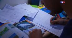 Le 13 heures du 2 juin 2015 : Les lycéens obligés de rendre leurs manuels une semaine avant le Bac - 896