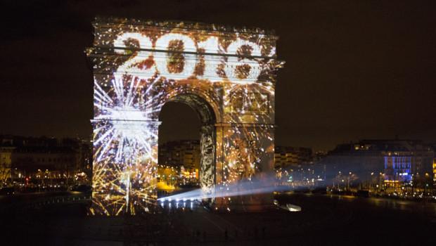 L'Arc de Triomphe illuminé pour le passage à l'année 2016