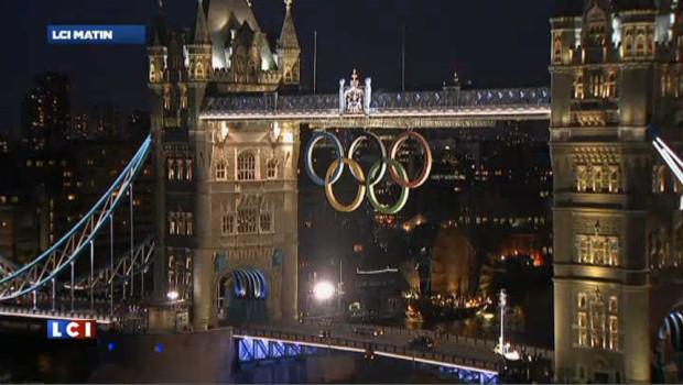 JO de Londres : des anneaux géants au-dessus de Tower Bridge