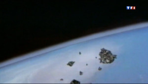 Le 20 heures du 22 avril 2013 : Quand l'espace devient une poubelle - 1300.203