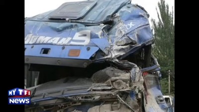 Spectaculaire accident de camion en Chine