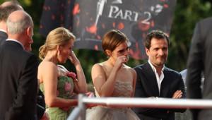 Emma Watson et J.K. Rowling émues à la première à Londres pour la dernière d'Harry Potter. Le 7 juillet 2011.