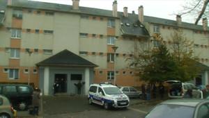 L'immeuble où 11 personnes se sont défenestrées à La Verrière, dans les Yvelines, dans la nuit du 22 au 23 octobre 2010.