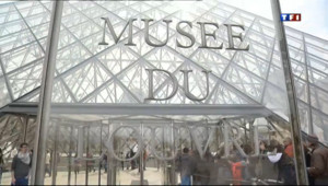 Le 20 heures du 11 avril 2013 : Les pickpockets �%u2019assaut du Louvre - 845.408