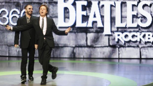 """Paul McCartney et Ringo Starr présentent le jeu """"Rock Band : Beatles"""" à la conférence de Microsoft"""