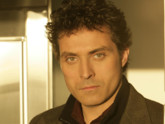 Jacob Hood (Rufus Sewell) dans Eleventh Hour