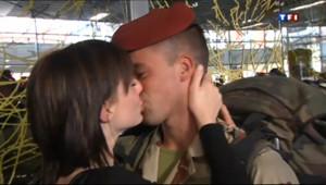 Le 20 heures du 11 avril 2013 : Premier retour en France pour les soldats d�oy�au Mali - 1385.596
