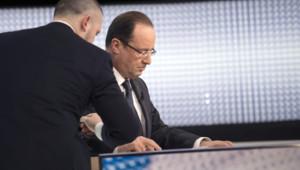 François Hollande sur France 2 en compagnie de son conseiller de communication le 29 mars 2013
