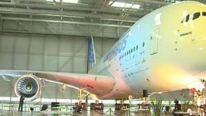 L'A380 lors de la cérémonie de remise du certificat de navigabilité, le 12 décembre 2006, à Toulouse.