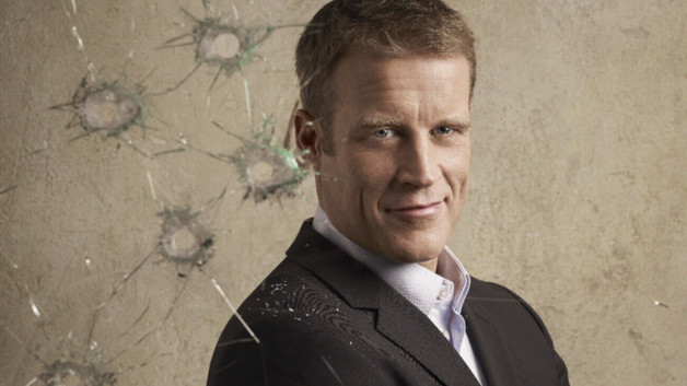 Mark Valley est Christopher Chance