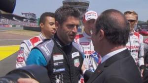 Patrick Dempsey serre la main de François Hollande au 24h du Mans, le 13 juin 2015.