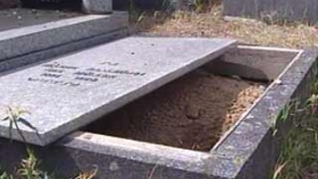 uchi mata ? Sarreguemines-cimetiere-juif-tombe-ouverte-2028029_1378