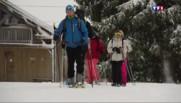 Vacanciers et villageois l'attendaient, la neige recouvre le Jura