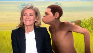 D'habitude c'est Jamel qui vient embrasser Claire Chazal en plateau. Là, c'est Edouard, son personnage.