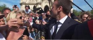 A Orléans, Macron fête Jeanne d'Arc et prend un bain de foule