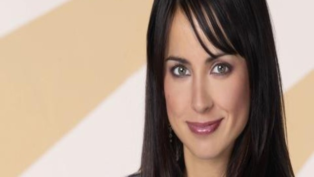"Constance Zimmer dans la série ""Good Morning Miami""."
