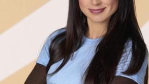 """Constance Zimmer dans la série """"Good Morning Miami""""."""