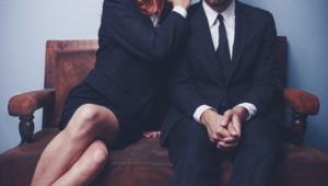 Potins ragots gossip discussion commérages jouer les commères