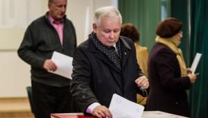 Le parti Droit et justice (PiS, opposition conservatrice catholique) arrive nettement en tête des élections législatives de dimanche en Pologne, avec 39,1% des suffrages.