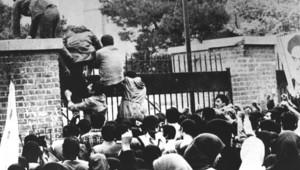 Téhéran, le 4 novembre 1979 devant l'Ambassade des Etats-Unis