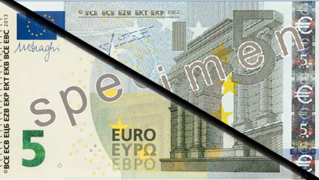 Montage d'un actuel et d'un futur billet de 5 euros