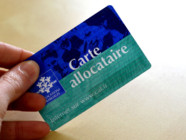 CAF-carte-d'allocataire-allocations familiales- APL. Image d'illustration.