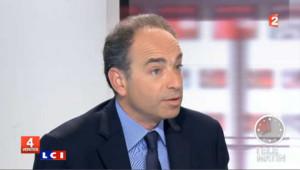 """Copé joue le """"casque bleu"""" à l'UMP"""