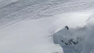 Les deux victimes, un homme et une femme, skiaient sur une crête à 2.800 mètres d'altitude en compagnie d'un autre skieur lorsqu'une coulée s'est détachée.