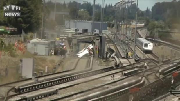 Un avion s'écrase sur les rails du train de banlieue de San Francisco, un mort