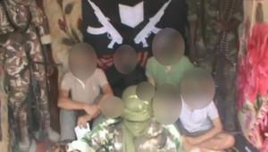 Extrait d'une vidéo postée le 25 février 2013 sur Youtube montrant les sept otages français enlévés le 19 février.
