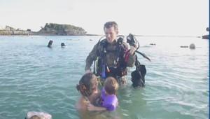 Le soldat Bronson a fait une surprise à sa famille après neuf mois d'absence.