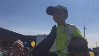 Atteint de mucoviscidose, ce petit garçon réalise son rêve : devenir éboueur