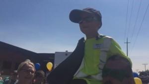 À 6 ans, Ethan est atteint de mucoviscidose et réalise son rêve le temps d'une journée : devenir éboueur