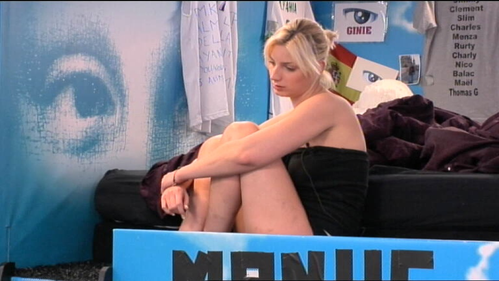 THOMAS de Secret Story 6.. - Page 3 Nadege-semble-bien-songeuse-10730044nagln