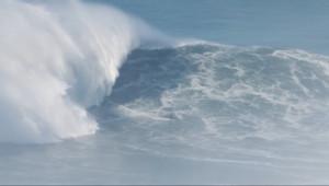 Le 20 heures du 12 décembre 2014 : Le Fran�s Benjamin Sanchis surfe sur une vague de 30m de haut : son t�ignage - 1519.901