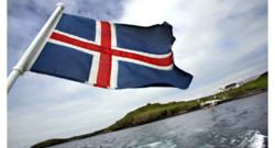 Illustration. Un drapeau islandais à la poupe d'un bateau.