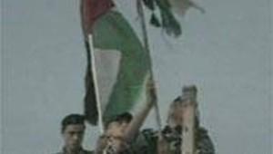 Soldats palestiniens avec drapeau