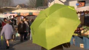 Des parapluies fluos pour marcher en toute sécurité